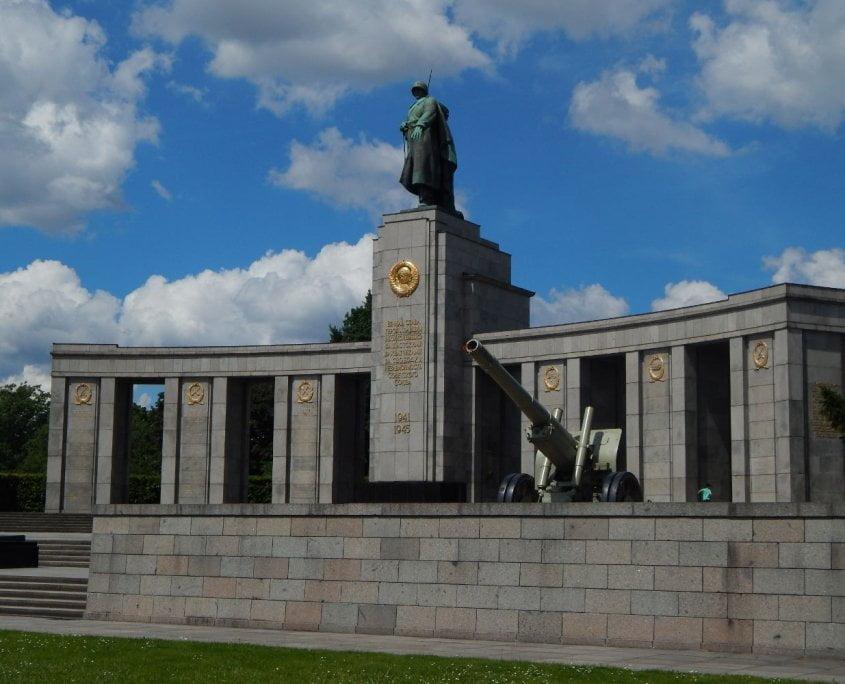 Memorial Soviet-berlin-tiergarten