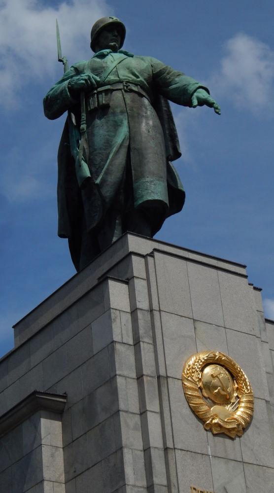 Soldier Soviet-Tiergarten