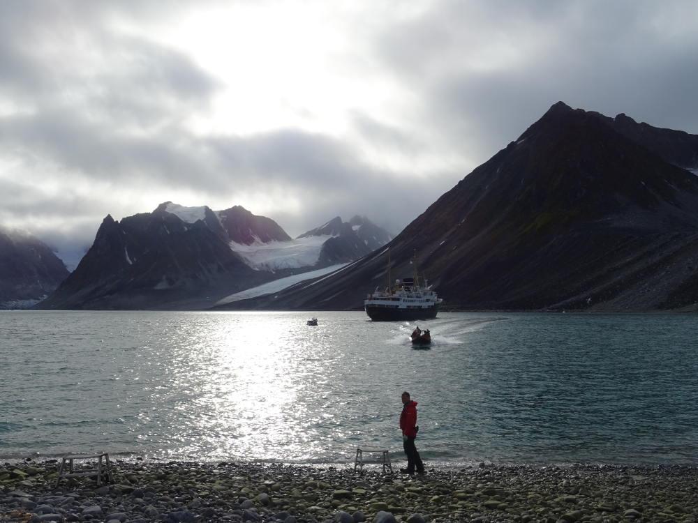 bote-Magdalenfjorden-Svalbard