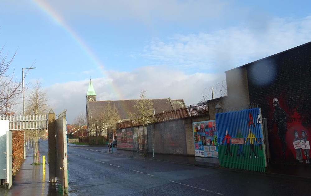 Ireland - Belfast - rainbow wall no peace