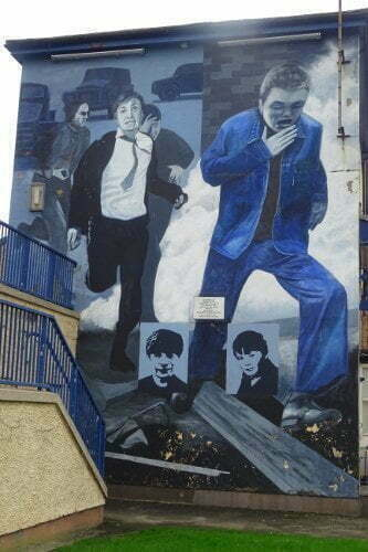 Irlanda - Derry - Bogside - Charles love murales