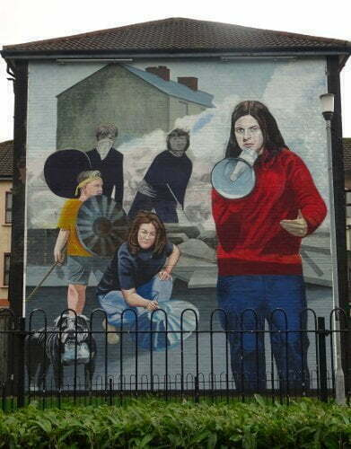Irlanda - Derry - Bogside - megafono murales
