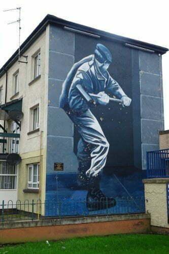 Ireland - Derry - Bogside - motorman murales