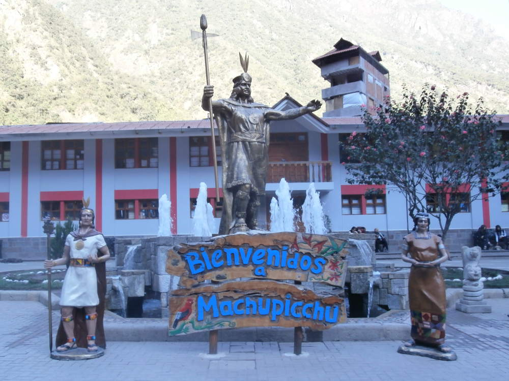 statues and sign Welcome to Machu Picchu - village of Aguas Calientes - Peru