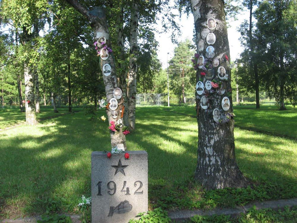 Russia-Leningrado-Cimitero-Eroi