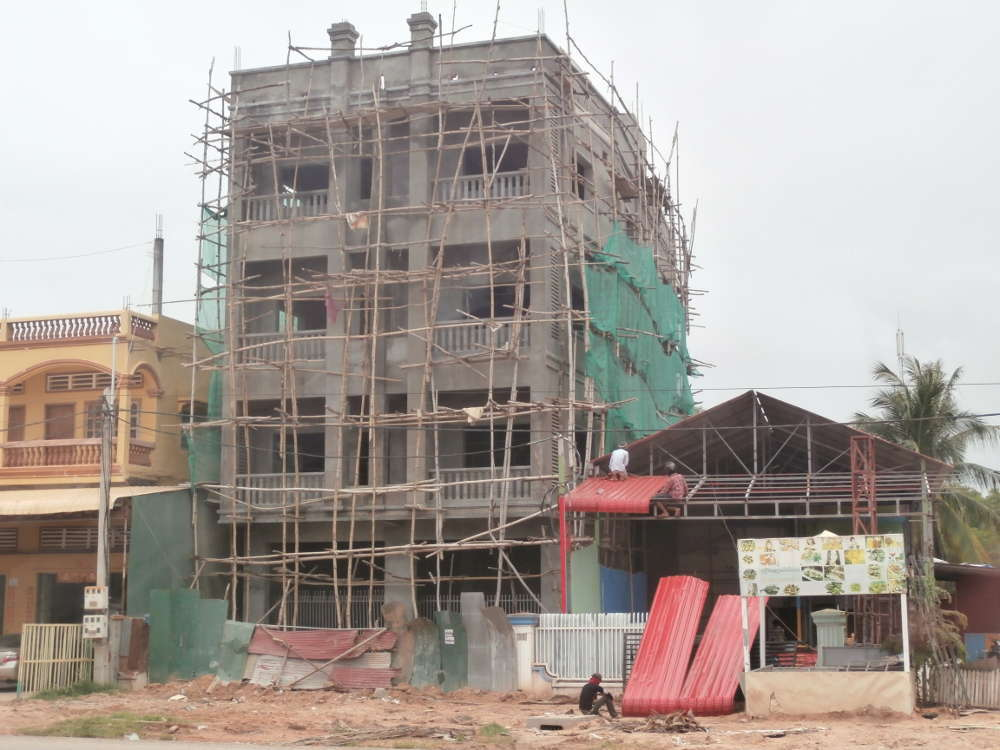 Cambodia - Siem Reap - workers safety - building in progress