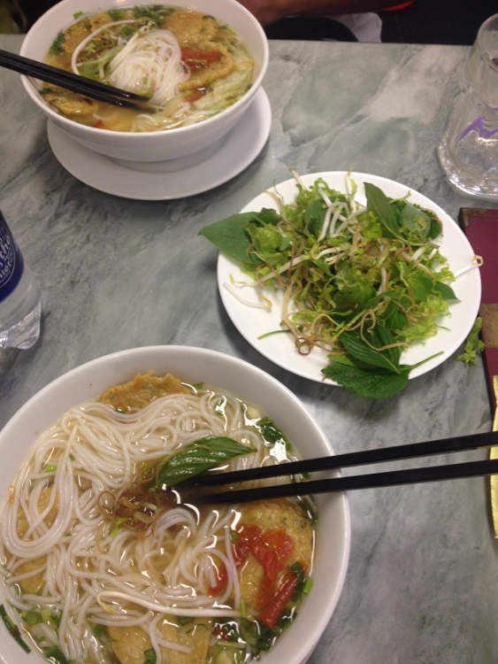 Vietnam - Ho Chi Minh City HCMC Saigon - almuerzo cerca del mercado Bến Thành