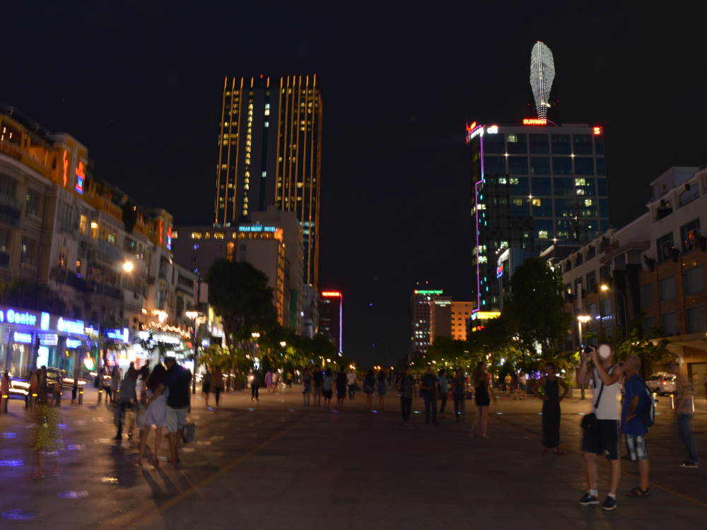 Vietnam - Ciudad Ho Chi Minh HCMC Saigon - calle de noche