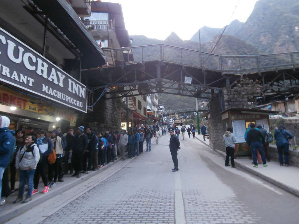 Peru - Machu Picchu - Aguas Calientes bus queue
