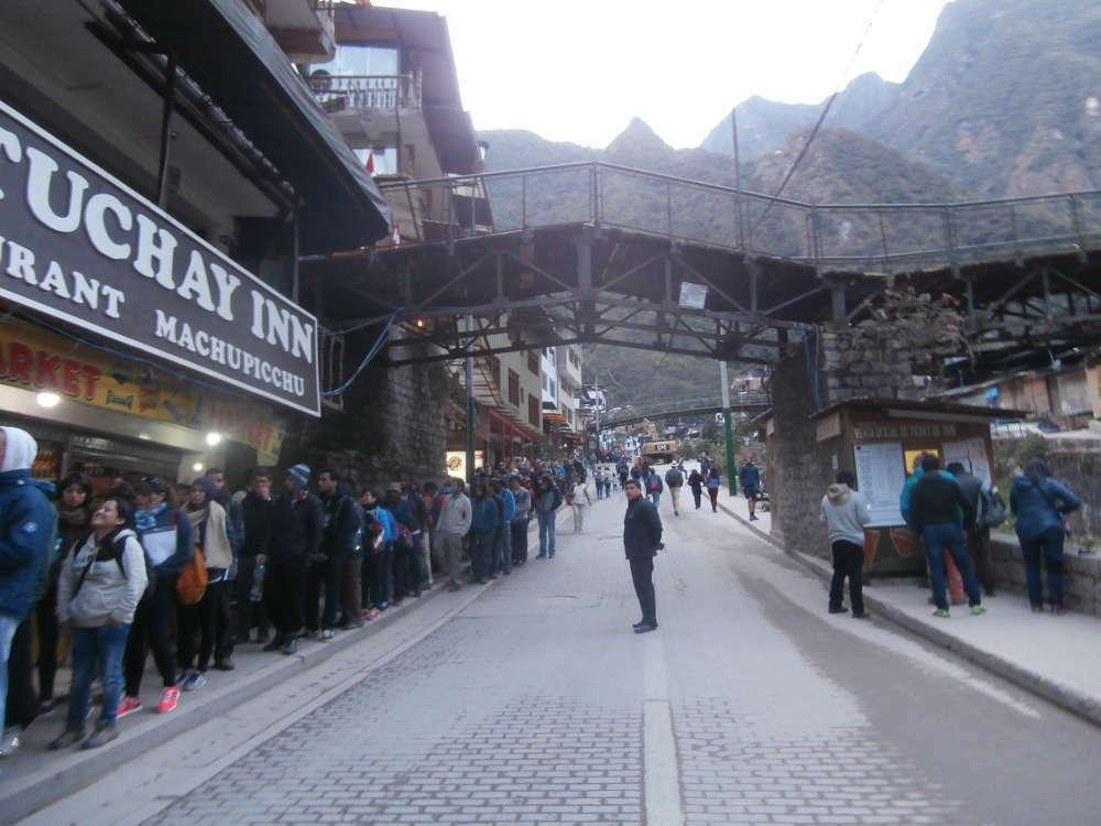 Peru - Machu Picchu - fila autobus Aguas Calientes